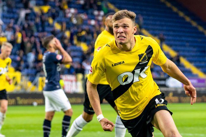 De adrenaline spuit uit zijn lichaam na de gelijkmaker tegen NEC in de finale van de play-offs. Het laatste doelpunt van Sydney van Hooijdonk als speler van NAC.