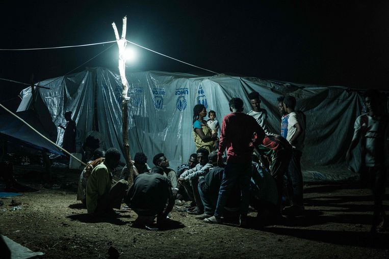 Ethiopiërs die zijn gevlucht voor het geweld in de conflictregio Tigray bivakkeren in een opvangkamp in Gedaref in het zuidoosten van Soedan.  Beeld Yasuyoshi Chiba / AFP