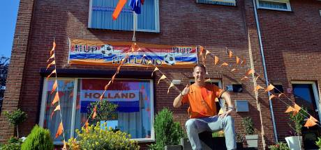 Deze Oranjefans in jouw buurt zijn er helemaal klaar voor: 'Eindelijk mag de vlag weer uit!'