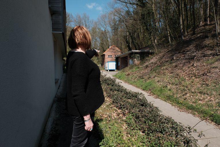 'Als ze aan de bunker raken, verspreidt die schimmel zich misschien wel over de hele wijk', zegt Nathalie Dalle. Beeld Wouter Van Vooren