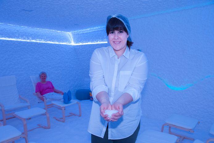 Angela Mennea in haar net geopende zoutkamer.