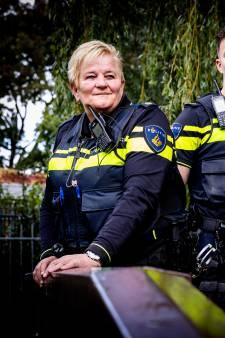 Anja en haar zoon Tim zijn allebei wijkagent: 'Als we iets heftigs hebben meegemaakt, bellen we eerst elkaar'