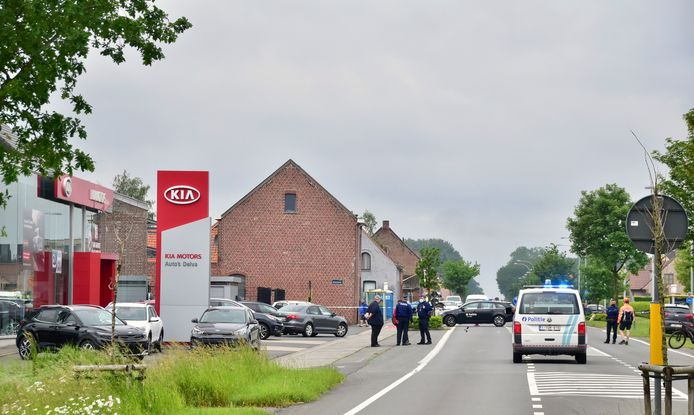 De inbraak speelde zich af in een woning tegenover de Kia-concessie Delva, langs de Menenstraat in Geluveld.