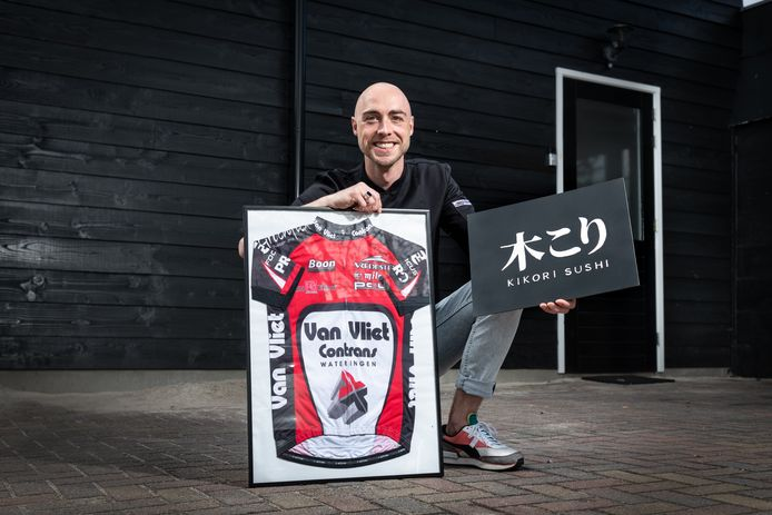 """Bas Stamsnijder, van wielerprof naar sushichef: """"Het draaien van sushirollen duurde eerst wel vijf minuten, nu kan ik het al in twee."""""""