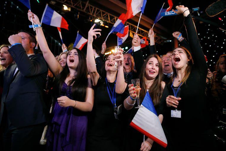 Supporters van het Rassemblement National reageren op de winst voor de partij in Frankrijk. Beeld Getty