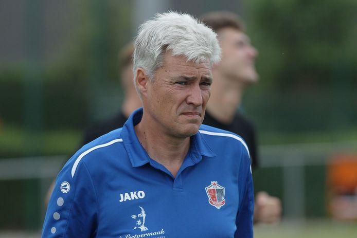 """Sportief manager van FC Gullegem, Filip Hostyn over de zoektocht naar een nieuwe trainer: """"We zochten geen zwever, maar iemand die met zijn voeten op de grond staat."""" Dat werd dus Peter Devos."""