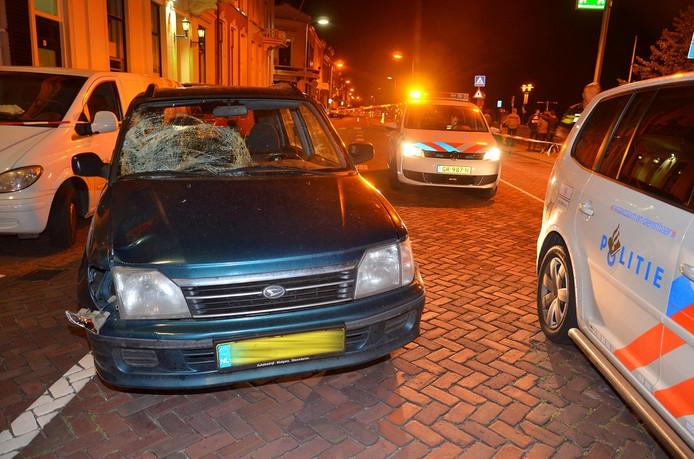 Een voetganger is vrijdagavond gewond geraakt bij een aanrijding op de IJsselkade in Zutphen.