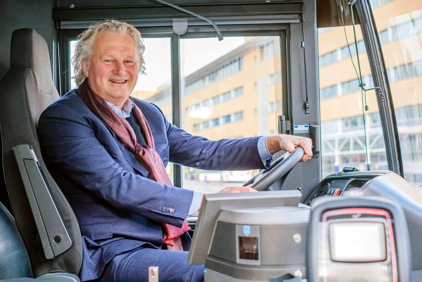 Pier Eringa, sinds 1 september 2019 ceo van Transdev Nederland, in één van zijn bussen.
