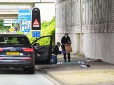 Wie stak meermaals in op man onder viaduct van de A16?