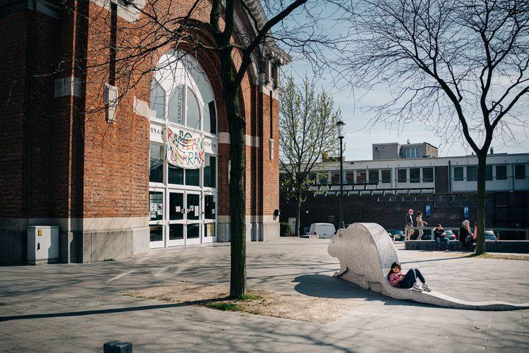 Het Urban Center van Let's Go Urban op het Kiel in Antwerpen. Voor de ondersteuning van de renovatiewerken hier kreeg Nourdine El Kaouakibi 102.850 euro. Beeld Wouter Van Vooren