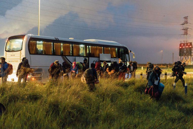 Om 7 uur 's morgens komen de actievoerders aan. Beeld illias teirlinck