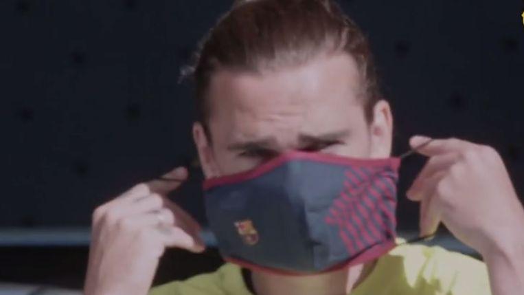 Griezmann met een mondmasker voor de training van Barcelona.