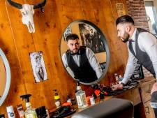 Ali opent 'old skool barbershop' voor louter heren
