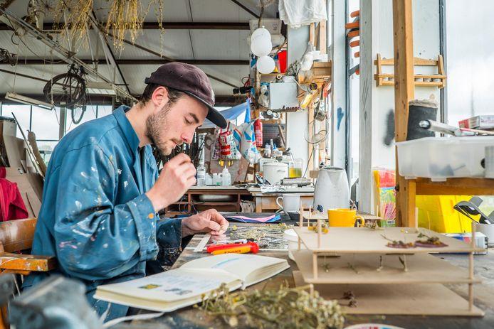 Delftenaar Erik van Schaften mocht broche ontwerpen voor Jos Brink Oeuvreprijs