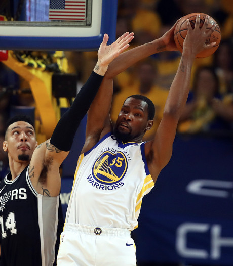 Warriors en 76'ers naar tweede ronde play-offs in NBA