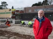Harfsenaar Ab Muil krijgt lintje in 'zijn' Dorpshuus Hoeflo