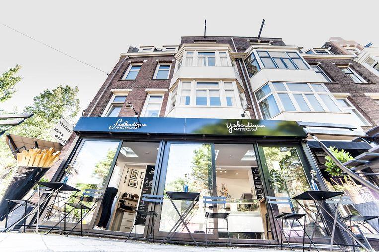 Friet- en ijsboutique op de Cornelis Schuytstraat Beeld Friet- en IJsboutique