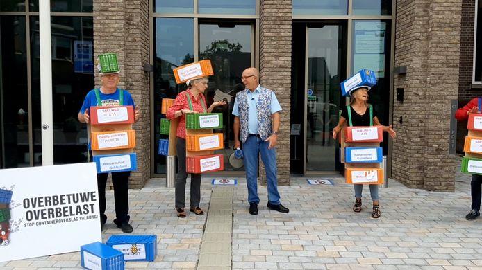 Overbetuwe Overbelast mocht eerder dit jaar inspreken in de raadzaal tegen de Railterminal, maar moest dat kort voor de vergadering met een demonstratie afdwingen.