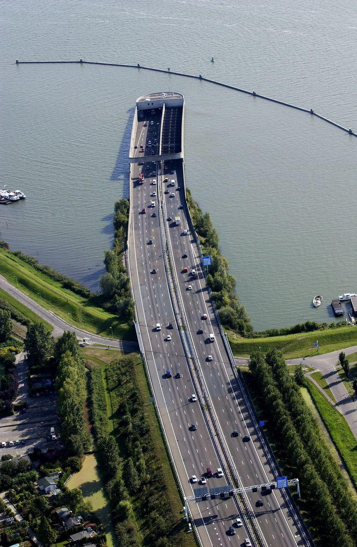De Zeeburgertunnel Beeld Het Parool