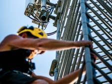 Rutte: Zendmasten in brand steken is levensgevaarlijk, stop hiermee