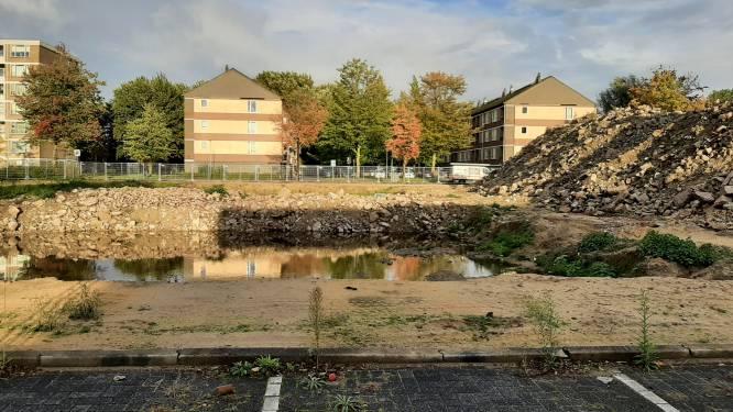 Wéér vertraging voor nieuwbouw op Operaplein: maar waarom moest het oude winkelcentrum dan wijken?