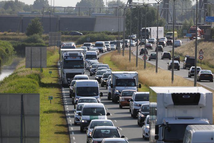 Ook de gevolgen voor de aanpak van provinciale wegen, zoals de Wippolderlaan, worden bekeken.