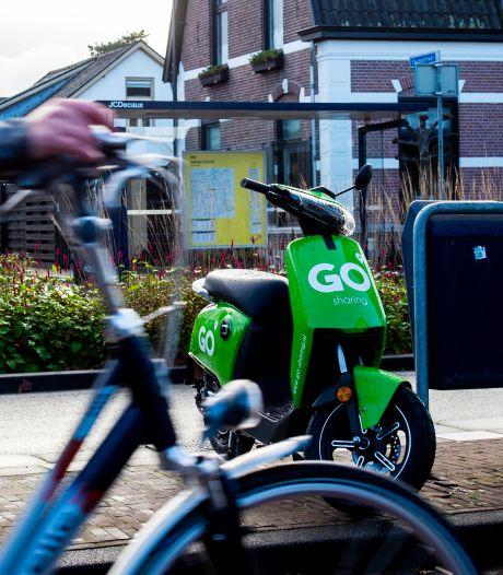 Groene deelscooters blijven ondanks noodverordening op straat in Apeldoorn staan: 'Belangrijk dat ze beschikbaar blijven'