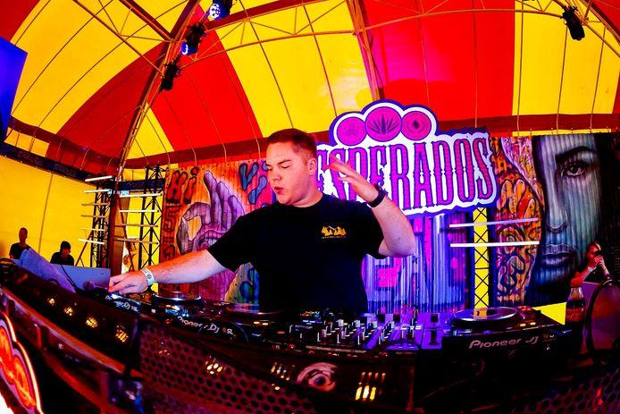 'Big Brother'-deelnemer Matt aan het werk op Sunset Festival.
