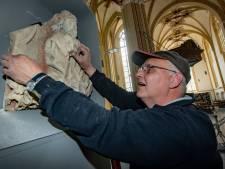 Topvondst Walburgiskerk eindelijk terug op zijn plek: 'God de Vader is weer thuis'