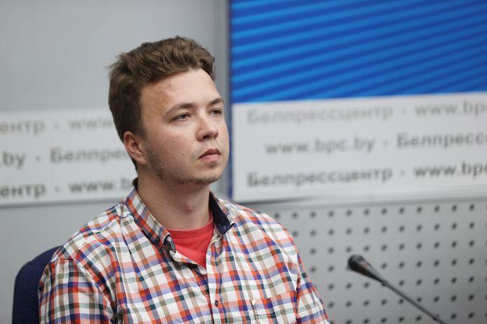 De gevangen Wit-Russische journalist Roman Protasevitsj (26) op de persconferentie vandaag.
