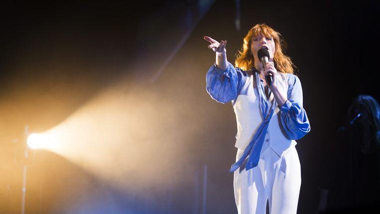 Florence Welch tijdens haar optreden in het Sportpaleis. Beeld Alex Vanhee