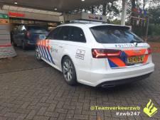 Rijbewijs 15 jaar geleden ongeldig verklaard: politie neemt flink beschadigde auto in Tilburg in beslag