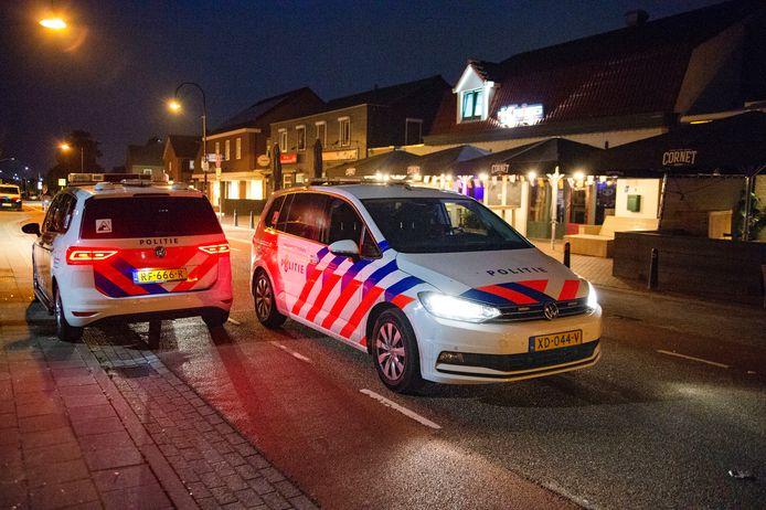 De politie moest zaterdag met veel mensen aan de bak om de rust de herstellen in Zeilberg.