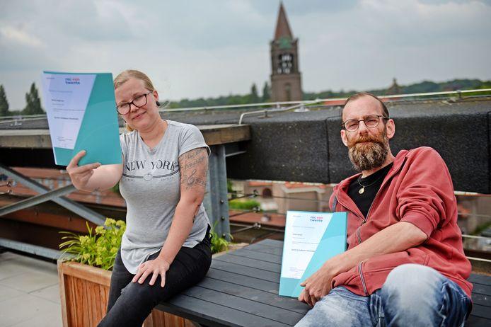 Nikita Stegeman en Mark Jansen hebben een opleiding tot computerprogrammeur afgerond. Ze hopen op korte termijn een baan te vinden en uit de bijstand te komen.