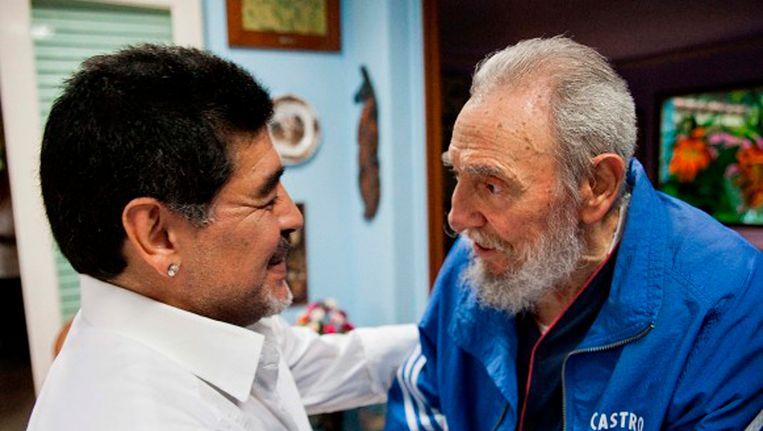 Diego Maradona met Fidel Castro in april 2013. Beeld REUTERS