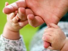 16-jarige jongen in Deventer 'met baby op de arm' door politie gevonden