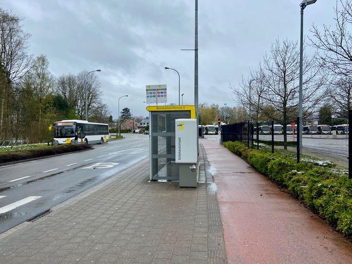 De Lokale Politie Voorkempen controleerde vorig weekend in samenwerking met De Lijn en Dienst Vreemdelingenzaken het openbaar vervoer aan de stelplaats van Lijnbussen op de Antwerpsesteenweg in Oostmalle