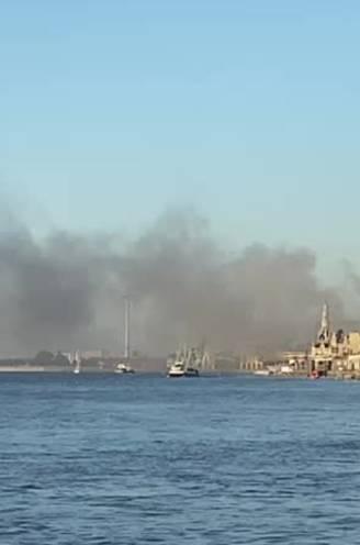 """Hevige brand op Eilandje in Antwerpen: """"Blijf uit de rook"""""""