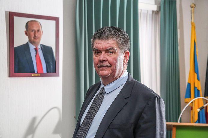 """Gino Devogelaere volgt zijn vriend Claude Van Marcke op als burgemeester. """"Het is geen cadeau, maar Claude zou het zo gewild hebben."""""""