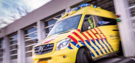 Ambulancemedewerker aangereden bij hulpverlening ernstig scooterongeluk Oostwold