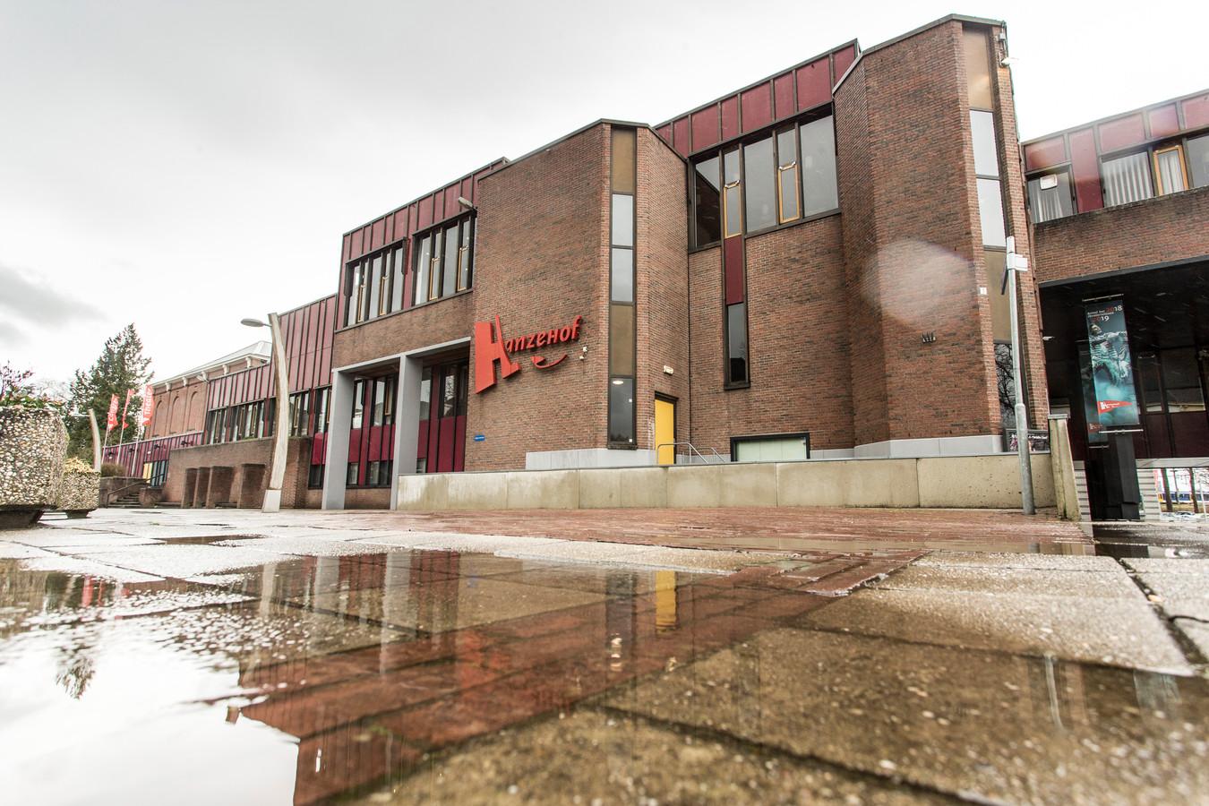 Theater Hanzehof in Zutphen. De gemeente wil het complex van bijna 8000 vierkante meter weer overnemen van de stichting.