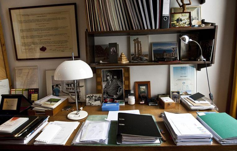 Het archief naast de werkkamer waar schrijver Harry Mulisch alle  krantenknipsels bewaarde waar er iets over hem werd geschreven. De  werkkamer van Mulisch zal in 2013 een eigen museum worden. Beeld anp