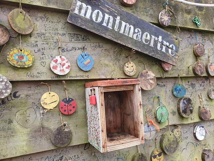 Het vogelhuisje aan het Montmaerteplein dat werd leeggeroofd