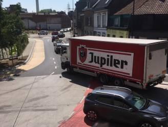 """Meer controle op tonnagebeperking nodig: """"Zwaar transport in de spits door de stad, misdadig gewoon"""""""