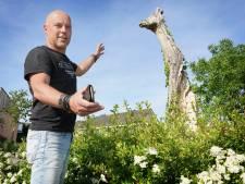 Jan-Carel zag ineens een deel van zijn eigen kunstwerk op een afvalhoop liggen: 'Dit is echt doodzonde'