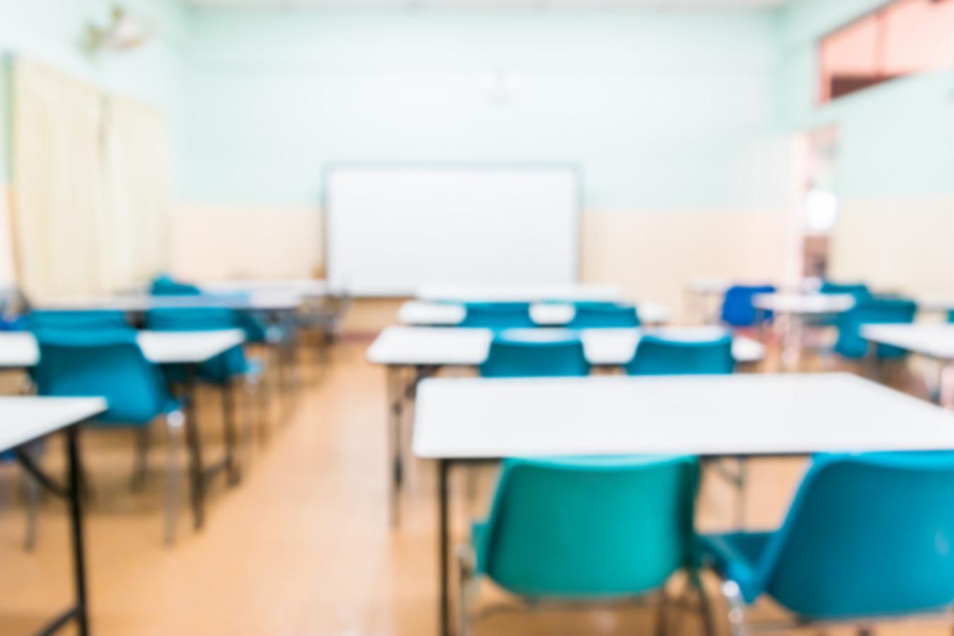De klaslokalen in de regio zijn sinds 14 december weer leeg. Of ze na 19 januari weer gevuld worden is allesbehalve zeker.