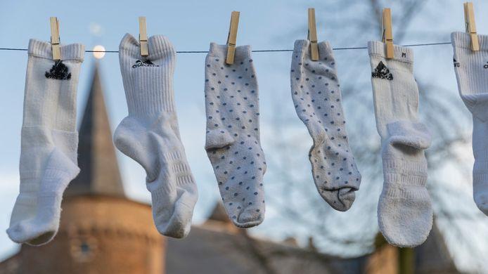 In Helmond wordt met Pinksteren een een poging gedaan om het wereldrecord langste waslijn met sokken te verbeteren.