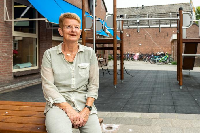 Na 43 jaar in het basisonderwijs te hebben gewerkt als leerkracht en adjunct- directeur neemt juf Ineke Kooiman-van Homoet afscheid van haar geliefde Emmaschool in Schoonhoven.