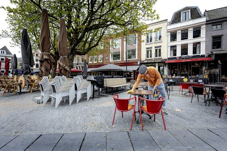 Vanaf morgen mogen de terrassen in Nederland weer open tot 18 uur. Beeld ANP