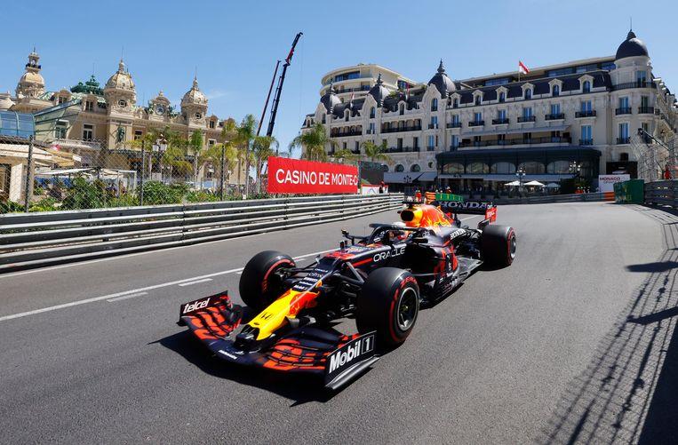 Een rondje over het circuit van Monaco lijkt soms op een toeristische trip. Beeld REUTERS